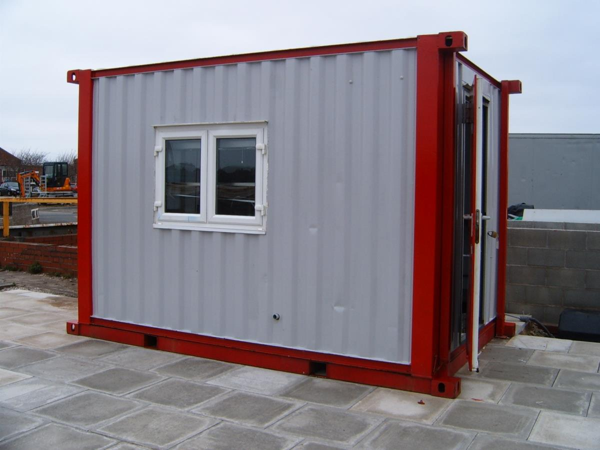 Our rugged Atom kitchen is small, but has everything necessary for smaller building sites, including a serving hatch.