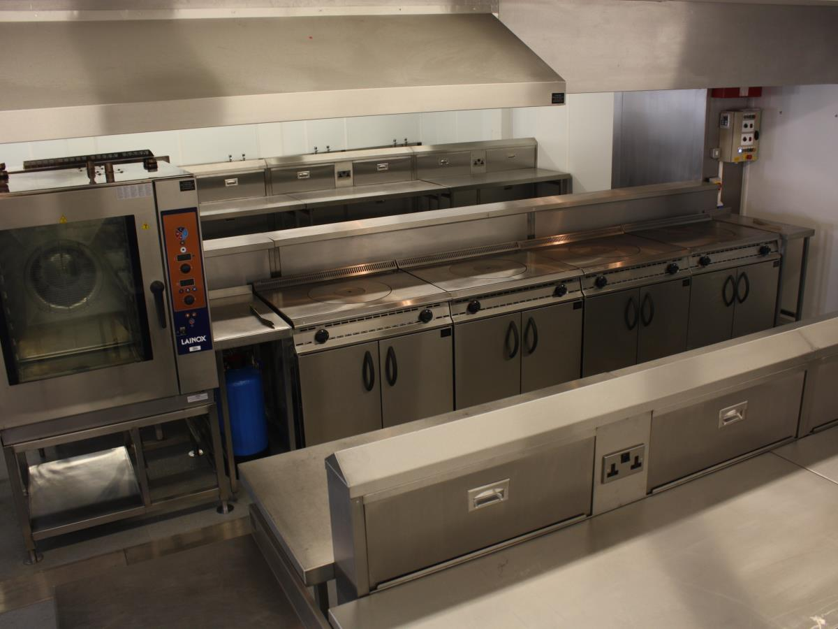 Whatever the size of your workforce, we can supply kitchens, refrigeration, servery and dining to cope.